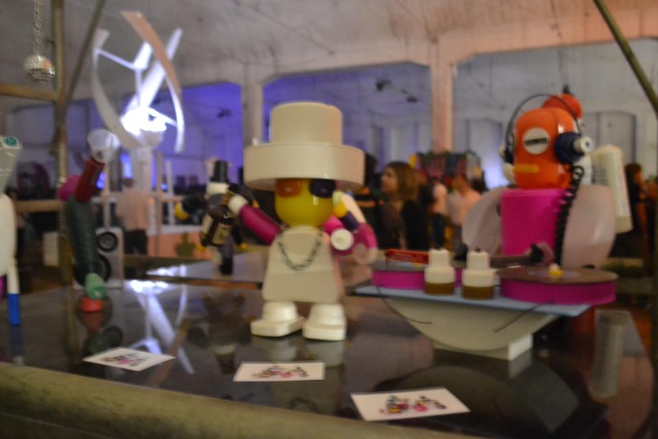 Plastic Puppetz, Venduto 3, Contemporary Art Happening, Milano