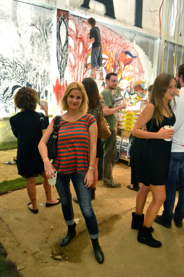 Tshirt: Jean-Paul Gaultier, Jeans: SevenforAllMankind, Boots: Vivienne Westwood
