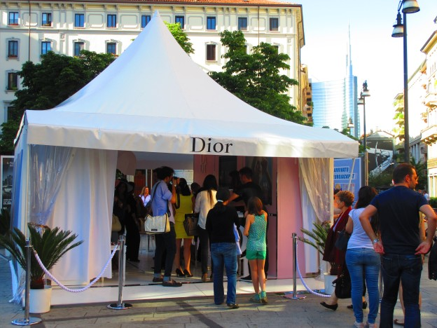 Temporary Dior pop up store