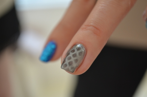 Magnetic Fishnet, Nails Inc